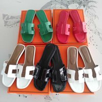 2021 Moda Mulheres Sandálias Genuíno Chinelos De Couro Verão Flip Flip Flop Slides Senhoras Praia Sandália Partido Wedding Slipper com caixa