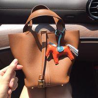 Bolsas de canasta de verduras Picotin Bloqueo femenino de cuero genuino 2021 Primera capa Cowhide Handbag Bolso de cucharón de gran capacidad Brand Tote Luxury