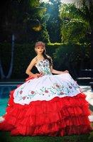 2019 Abiti da ballo Tinceanera Abiti Bianco e rosso Tiered Draped Sweetheart Ricamo Nuovo vestito formale Dolce 16 Prom Gown