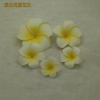 Größen 100 von Teilen Arten / Pack Alle PE-Simulation Blume EVA Material White Edge Plumeria Hair Card Kopfschmuck