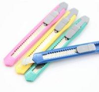 2021 أرخص مصغرة فائدة سكين مكتب مدرسة طالب ورقة قطع الحلوى الألوان متعددة الوظائف حزمة صريحة سكين diy