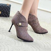Buty Duży rozmiar 11 12 13 14 15 16 17 Kolczasty Desked-Heeled Shoes Magic Stick Pearl Button Krótki Barrel Heeled Fashion