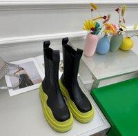 2021 Diseñador Lujante de lujo Flash Neumático Botas Mujeres Cuero genuino otoño e invierno Knee Medio Boot Classics Roman Martin Shoes con caja