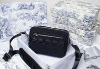 D Messenger Bag كاميرا حقائب اليد شكل رائع، وهذه حقيبة يد ساحات لها حواف حادة وزوايا