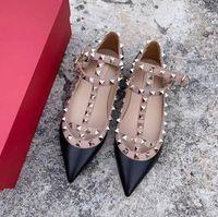 Sandales de luxe Sandales Sexy High High High High Heels Designer Chaussures Nu Mode Mariage Rivets Femmes Pompes Saint Valentin
