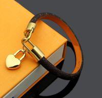 2021 Мода Кожаные браслеты для мужчин Женщина дизайнеры Браслет кожаный цветочный образец браслет жемчуга украшения с коробкой