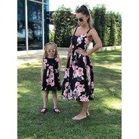 Trajes de coincidencia familiar Madre hija Vestidos de vestir Parentage Girls Ropa Niños Flor de verano Desgaste de moda largo B5368