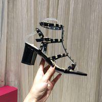 Lüks Sandalet Tasarımcı Slaytlar Topuklu Terlik Kadın Ayakkabı Tıknaz Topuk Hakiki Deri Kauçuk Rahat Moda Katı Renk Sandal Terlik Perçin Ayakkabı