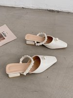 النعال الأحذية المسطحة الإناث البغال للنساء مربع كعب منزل منصة الشرائح الفاخرة سلسلة حبة ميد بانتوف غطاء تو كتلة iqvy