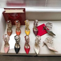 Rebite com sandálias de calcanhar de espessura, couro luxurys de revestimento superior e pele de carneiro desenhador saltos altos, altura 6,5 centímetros ~ 9,5 centímetros shoe008