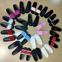 Zapatillas de moda para hombre para mujer Sandalias de verano para mujer Flip Flops Mocasines Black White Rosa Diapositivas Playa interior Chaussures Lenguas Zapatos Hogar con caja