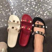 2021 Tasarımcılar Yaz Terlik Perçinler Açık Toes Platformu Sandalet Düz Kadın Plaj Ayakkabı Moda Açık Terlik