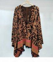 Couverture de laine tricotée en vrac de haute qualité, vente chaude Cape et Poncho Poncho Lettre Tassels Cloak Poncho Cape Windowear manteau Châle Free Shipp