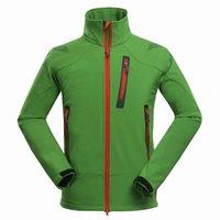 2021 Nuevos chaquetas de vellón al aire libre Hombres impermeable a prueba de agua Escalada al aire libre Skiing con capucha Térmico Fleece Forrado Softshell Abrigo Montaña Ropa