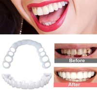 2pcs Perfect Fit Denti Sbiancamento Fake Tooth Cover Snap on Silicone Smile Fexers Denti Upper Beauty Tool Denti cosmetici