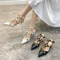 Grande taille 41-43 Sandales à bout fermé pour femmes Mode Mode pointu Stiletto Heel Rivet Retour Vide Chaussures romaines