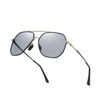 Nouvelle mémoire Sunglasses à décoloration polarisée Polarisée Pêche Big Cadre Lunettes de soleil Frog miroir Miroir Femmes Sunglasses Terre Lézard