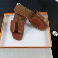 2020 حار تصميم جديد المرأة الأزياء اللؤلؤ الصنادل السيدات النعال الصيف luxe عارضة النعال شقة شاطئ الأحذية حجم 35-42