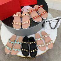 2021 Sommerdesign Mode Sandale Hohe Qualität Schöner Platz Komfortable Zehsatz Ferse Seltsame Stil Hausschuhe Gladiator Frauen Folien Schuhe mit Kiste