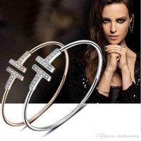 Brazalete chapado en oro ajustable cz cristal pulsera doble t con forma de metal brazos de metal brazaletsbordos abiertos cruzada de encanto para mujeres o hombres