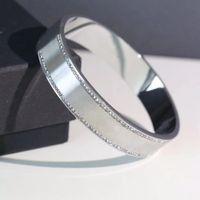 2021 Frauen Liebe Armband Design Luxus Damen Schmuck Vertiefung Armbänder Liebhaber Titanium Stahl High End Silber Gold Herren Designer Bangle Diamond Armreifen
