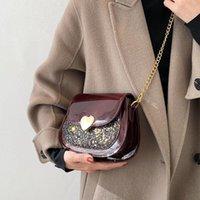 [Eam] Mulheres Novas Lantejoulas Saddle Chains de Patente Couro Personalidade All-Match Crossbody Ombro Saco Fashion Tide 2021 18A1296