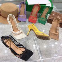 Diseñador tacones altos zapatos de vestido de punta de punta de malla y bayas de berry calvas bombas mujeres sexy cadena sandalia schuhe stretche