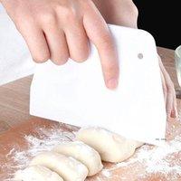 البلاستيك شبه منحرف مكشطة أبيض كريم كعكة القاطع بسيطة مريحة وآمنة المعجنات ملعقة الملحقات FWD10216