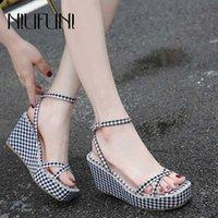 Niufuni Gladiator Square Toe клин клетчатые сандалии женщины сексуальные платформы высокие каблуки пряжки римские туфли для женщин Sandalias Mujer Bridal Shoes дешево SH 63R3 #