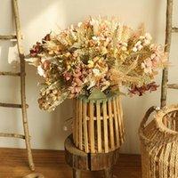 Высушенные букеты идиллических полевых цветов и имитационные цветы украшают свадебную гостиную комнату, полные яркие ромашки 003 декоративные венки