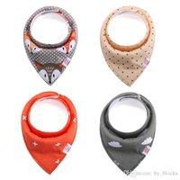 Set / 4pcs 100 diseños bebé niño triángulo bandana dibujos animados burpa paños de algodón puro baberos de doble capa bandanas bufanda para niños pequeños ksf02