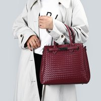 Fashion handbag New women's bags 2021 new bags 2021 new style atmospheric hand carrying Single Shoulder Messenger square capacity temperament workplace bag