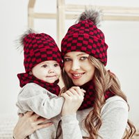 2pcs Lot Christmas Mother Kids Hats and Scarfs Warm Knited Babies Beanie Hat Plaid Knitting Xmas Bonnet Kid Scarves New Years Winter Sets