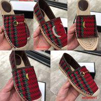 2021 Marka Kadın Sandalet Luxurys Rahat Ayakkabı Espadrilles Yaz Tasarımcılar Klasikler Toka Metal Düz Plaj Yarım Terlik Moda Loafer'lar Balıkçı Ayakkabı 34-42