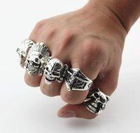 Gothic Skull scolpito Big Biker anelli anello punk anti-argento anti-argento per uomo gioielli di moda alla rinfusa