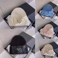 مصمم أزياء اللون مثلث محبوك قبعة الرجال والنساء زوجين عارضة قبعة الباردة في الهواء الطلق