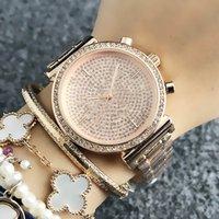 Relojes de marca para mujeres Lady Girl Big Big Letters Crystal Style Metal Steel Band Reloj de pulsera M66