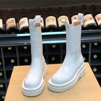 سيدة الأزياء منصة الأحذية الأحذية العاصفة منتصف العجل المرأة التمهيد في 2021 العلامة التجارية الجديدة التمهيد كوير مصمم الفاخرة النساء الأحذية مفايف