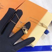 Mode Bijoux Collier de luxe Designer Femmes Pendentif Colliers Fleurs Motif en option avec boîte haute qualité