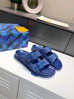 2021 Designer Männer Hausschuhe Trainer Maultier Sommer Outdoor Mode Luxus Herren Schnallen Metallic Leder Sandale Slides Beach Schuhgröße 38-46