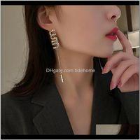 Entrega de araña 2021 Diseño único Letteras de diamantes de imitación largos para mujer Pendientes para mujer Metal Alloy Cadena Letter Drop Party Jewelry D