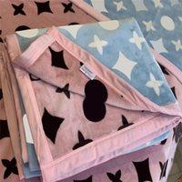 Classic Pattern Impreso Manta Diseñador Doble Lado Color Lanzamiento Mantas Oficina NAP Aire Acondicionado Edredón Cubierta Sofá Cubierta Mantón