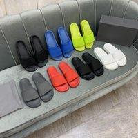 Sandales de chaussures en caoutchouc de haute qualité dans la plage d'été Ski nautique Ski à la mode Hommes et femmes portent des pantoufles Chaussures d'intérieur Taille EUR 35-45 avec une boîte (45,46) peut être personnalisée