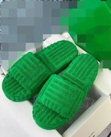 Diseñadores de lujos para mujer Señoras Lanas Diapositivas de lana de piel de invierno Mullido peludo letras Sandalias Zapatillas Cálidas Cómodas Fuzzy Girl Flip Flop Slippers Mkjjjpy001