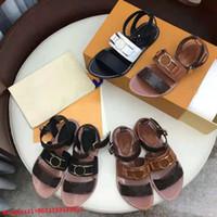 Marca Mulheres Sandálias Luxo Sapatos Casuais Designer de Couro Real Impressão de Couro Flip Flop Verão Clássicos de Alta Qualidade Fivela De Metal Flats Sexy Beach Ladies Sandália