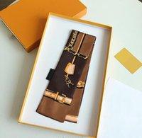 2021 Moda Cadena de impresión Bufanda de seda para bolsos Bolsos Bolsas de las mujeres Letra Flor Scraves Banda de pelo de alto grado 8 colores Tamaño 6 * 120cm