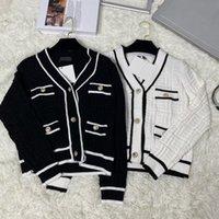 디자이너 여성 니트 스웨터 까마귀 발지 가을 여성 양모 후드 금속 버튼 로고 긴팔 셔츠 슈퍼 탄성 패션 디자인 01
