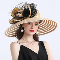 Elegant Women Feather Flor Listrado Kentucky Derby Chapéu 16 cm Grande Brim Igreja Vestido Sun Hat Senhora Verão Verão Praia Party Chapéu de Casamento 210323