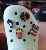 신발 매력 검은 색 생활 물질 croc 신발 Clog 생일 파티에 대한 매력 Blm 신발 버클 장식 신발 액세서리 DHL 무료