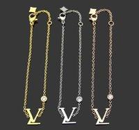 2021 Design Deluxe de alta qualidade fábrica 18cm carta pulseira pulseira 18k rosa ouro prata 316L aço inoxidável v amor jóias mulheres mulheres braceletes
